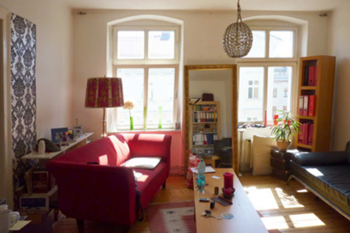 In Kreuzberg, Gneisenaustraße: Super rented flat in old building ...