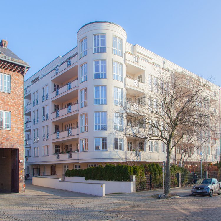 Beautiful living on the Paul-Lincke-Ufer. Vacant 4 room apartment with 133sqm